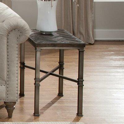 Riverside Furniture Bridlewood Chairside Table