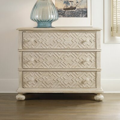 Hooker Furniture Sunset Point Bachelor's 3 Drawer Bachelor's Chest