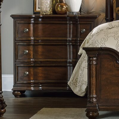 Hooker Furniture Leesburg 3 Drawer Bachelor&#039..