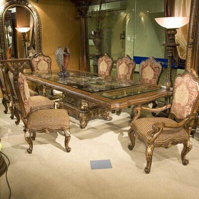 Benetti's Italia Regalia Dining Table