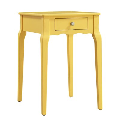 Awesome Three Posts Pinckney End Table
