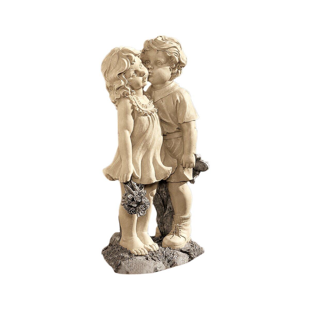 Design Toscano Young Sweethearts Kissing Children Garden