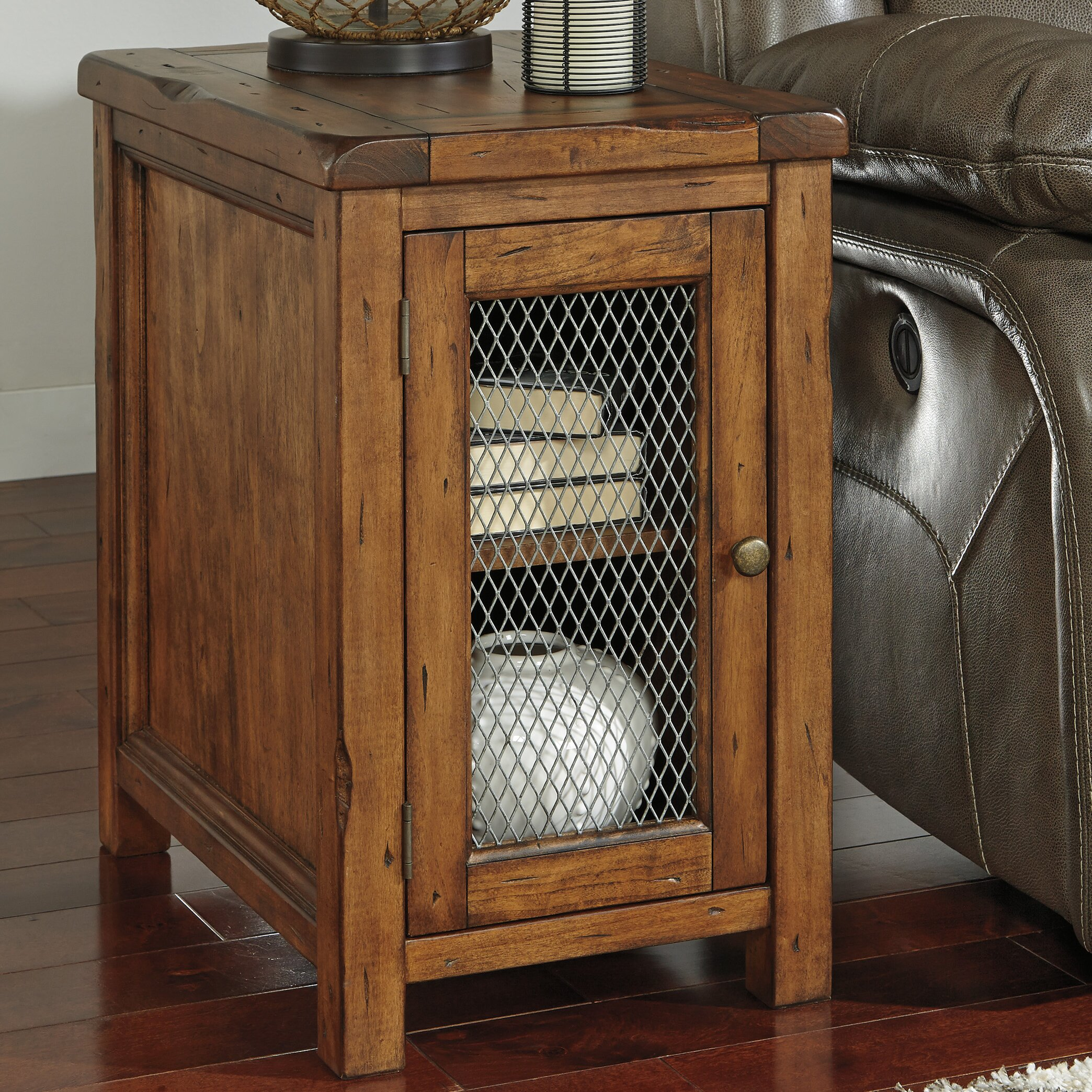 Signature Design By Ashley Tamonie End Table Amp Reviews