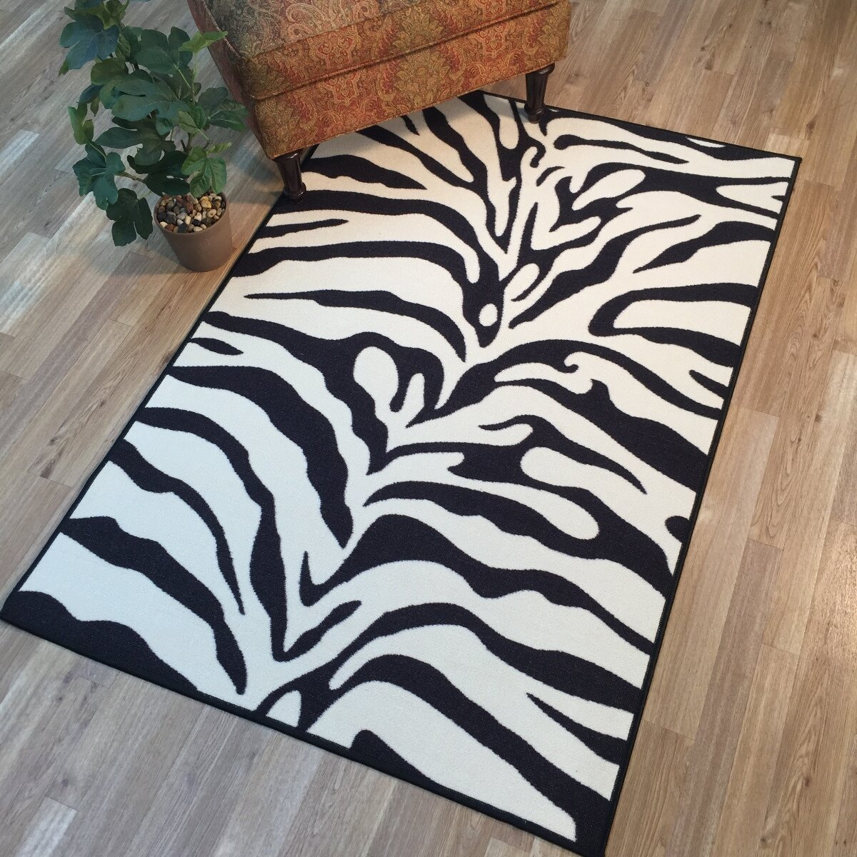 Rugnur Hammam Maxy Home Zebra Black/Snow White Area Rug
