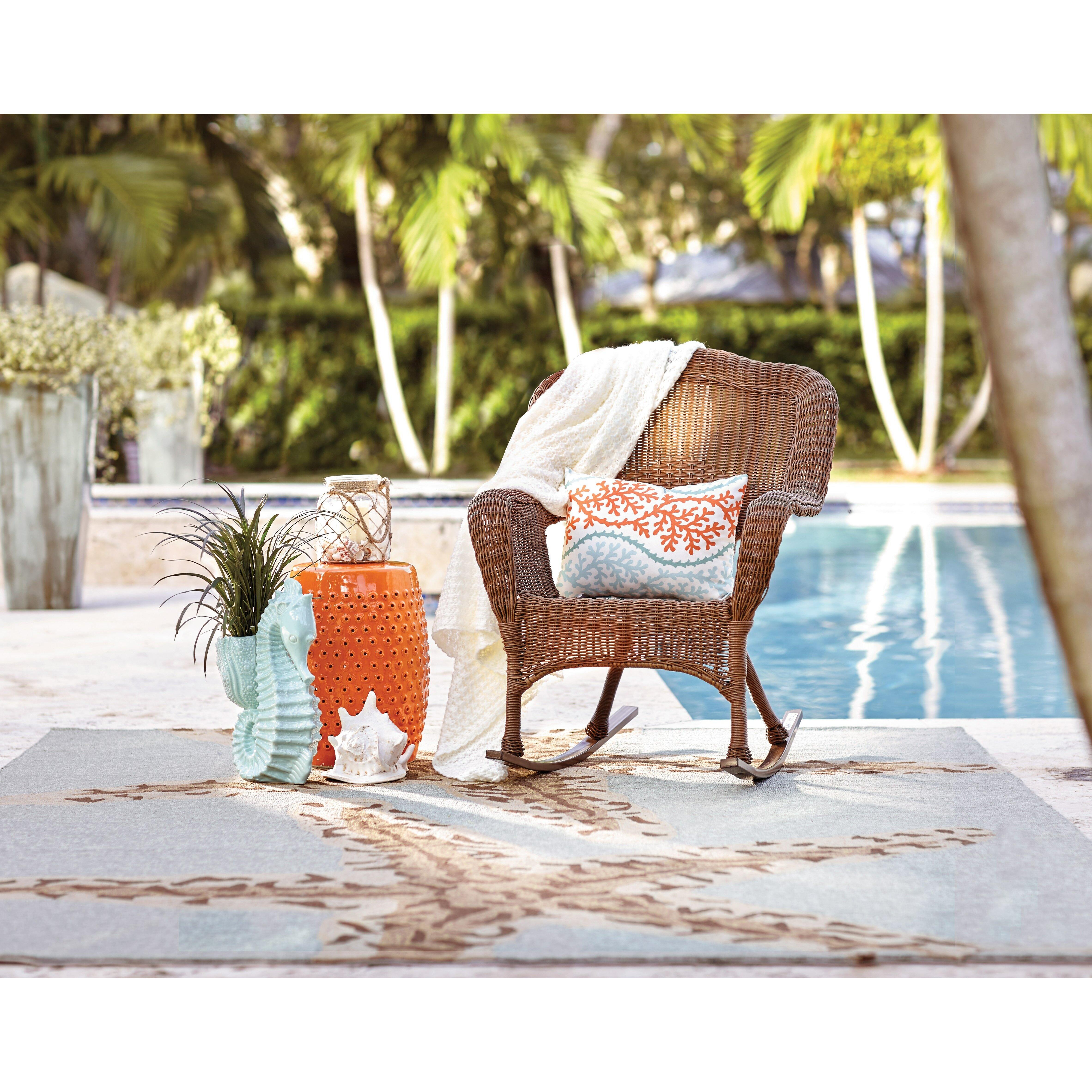 Sarasota Outdoor Kitchens: Beachcrest Home Lake Sarasota Coastal Indoor/Outdoor Throw