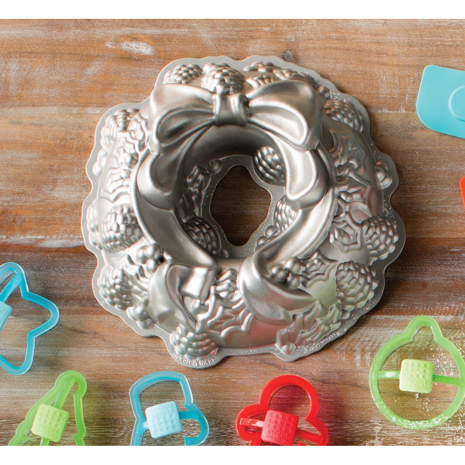 The Holiday Aisle Holiday Wreath Bundt Cake Pan & Reviews