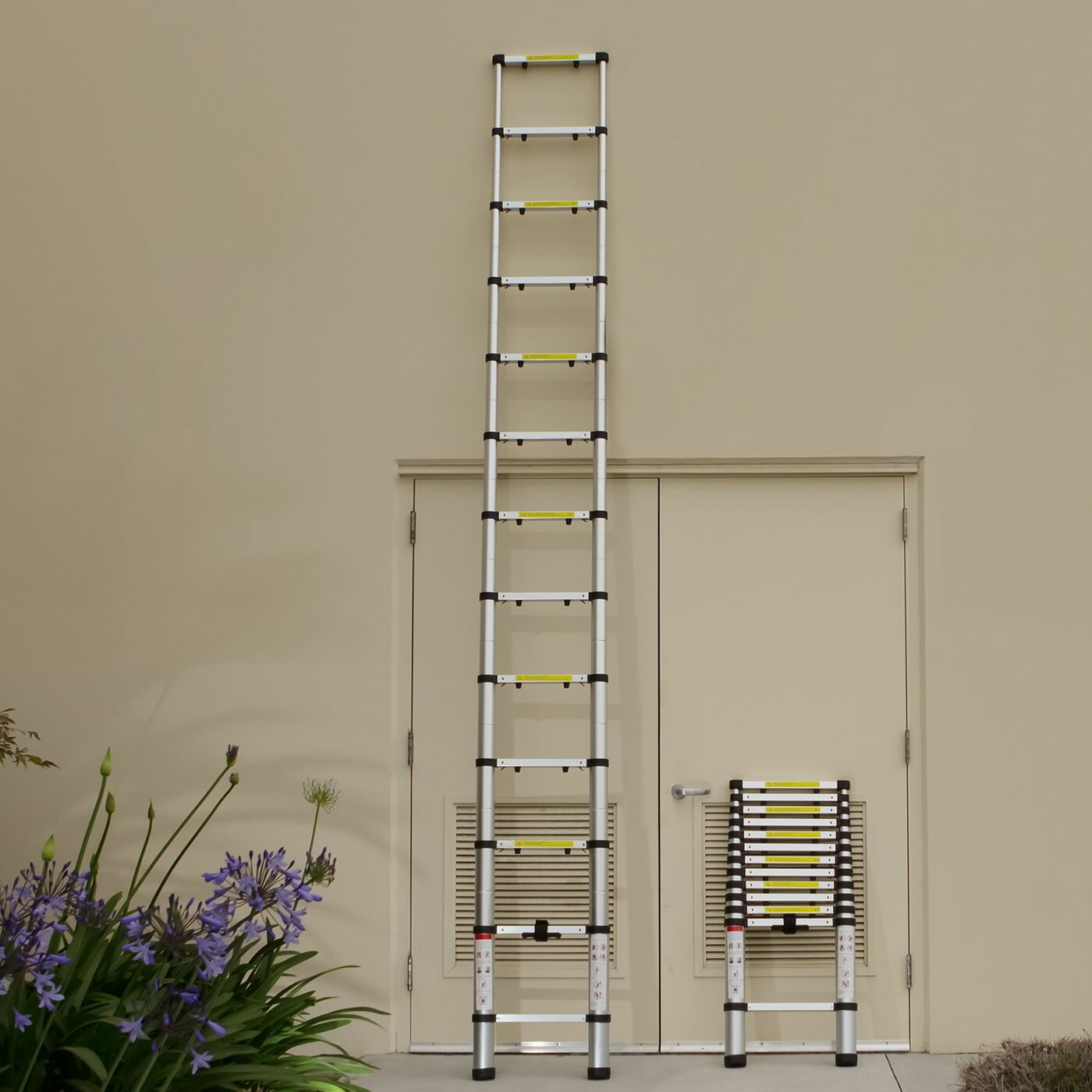 12 5 Extension Telescoping Aluminum Ladder : Oxgord ft aluminum telescoping extension ladder with