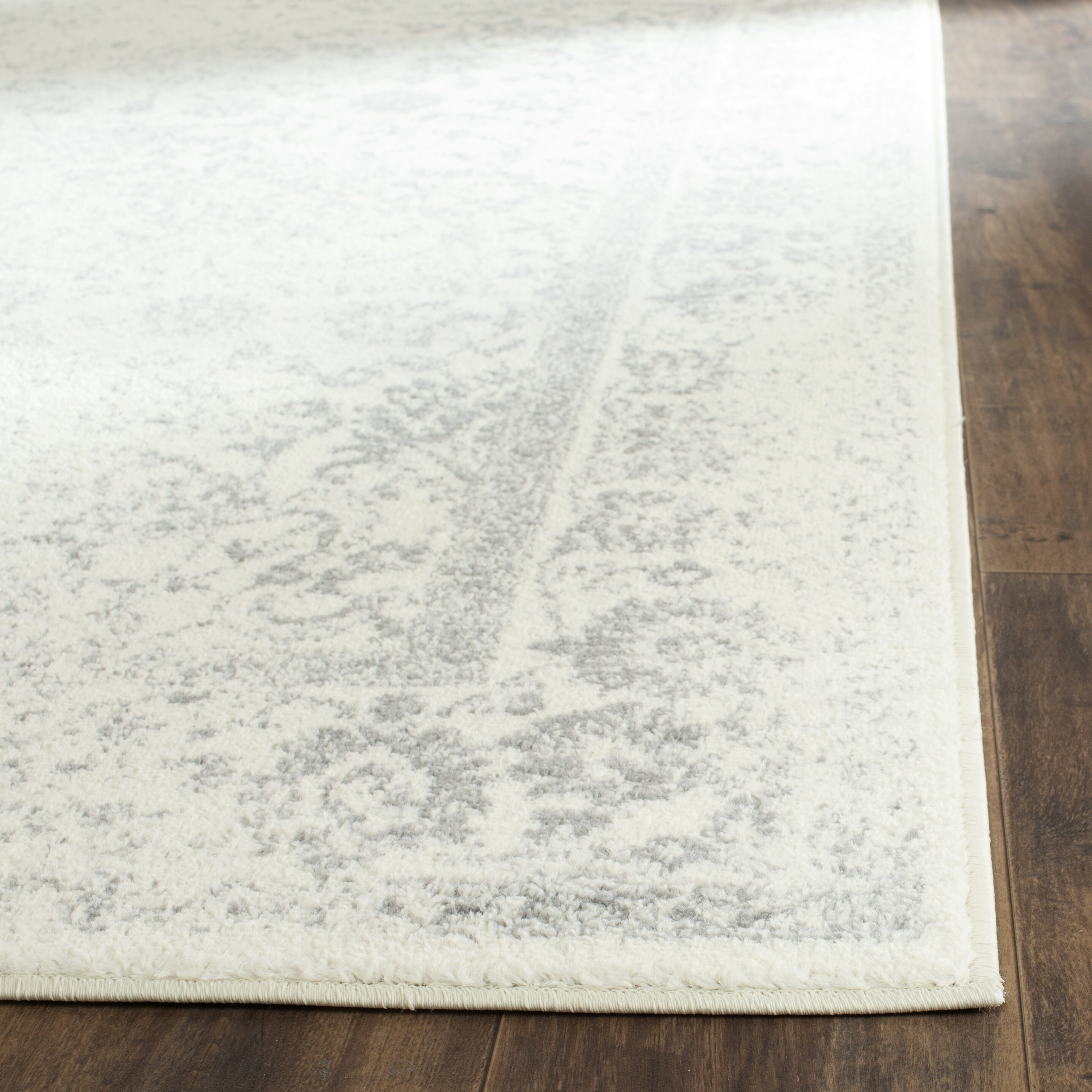 Charlton Home Reynolds Ivory/Silver Area Rug & Reviews