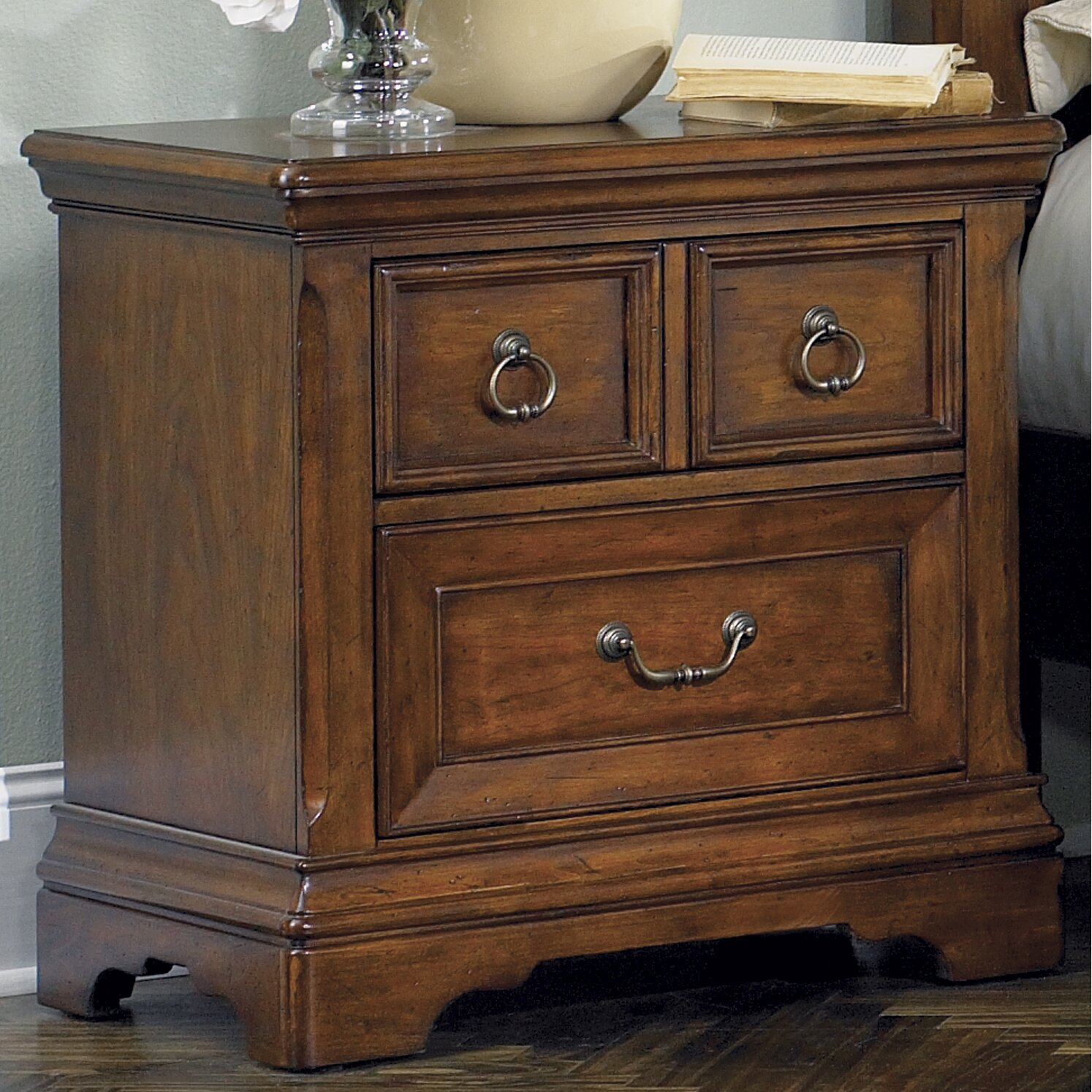 Liberty Furniture Laurelwood 2 Drawer Bachelor 39 S Chest