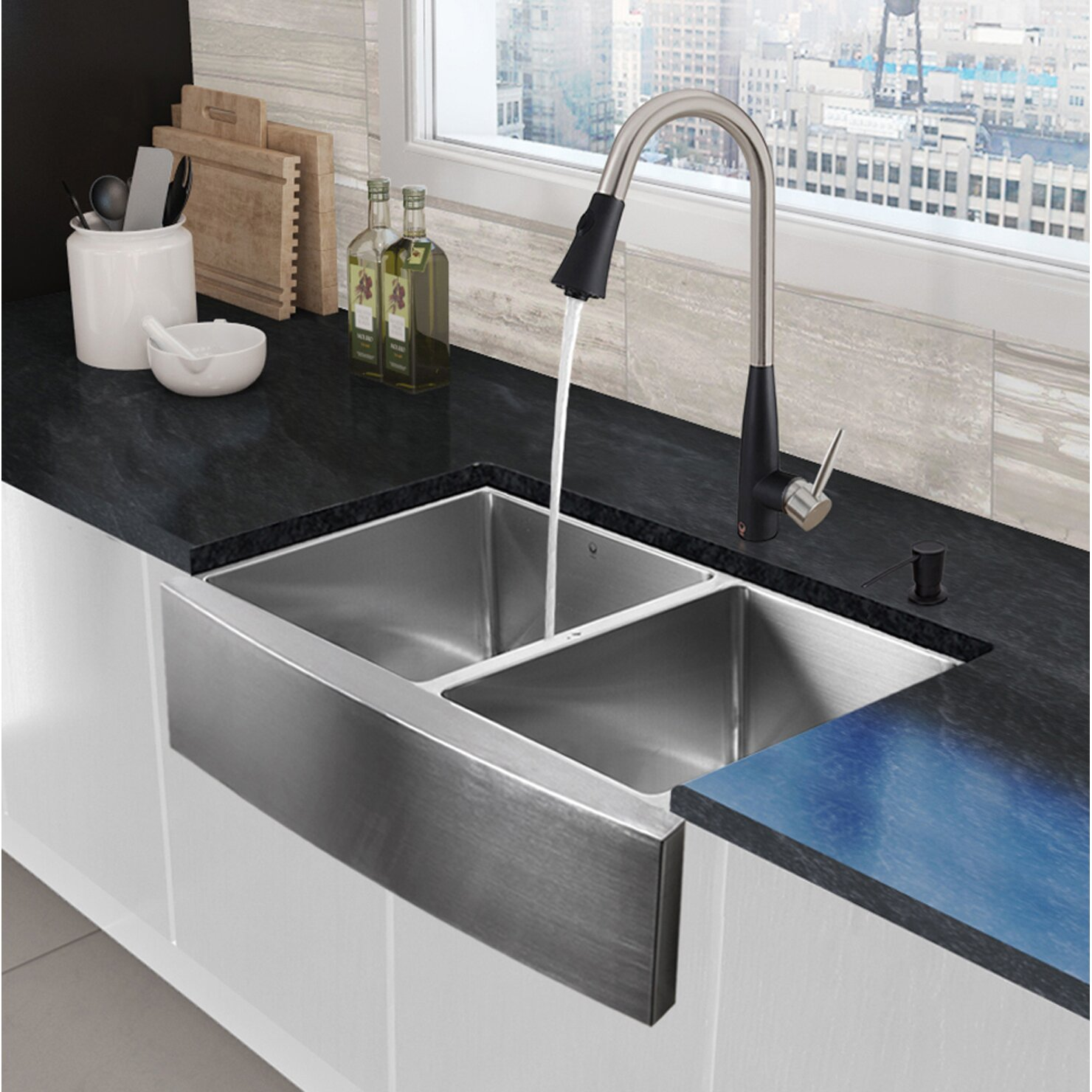 Vigo 33 x farmhouse apron 60 40 double bowl 16 for Best kitchen faucet for double sink