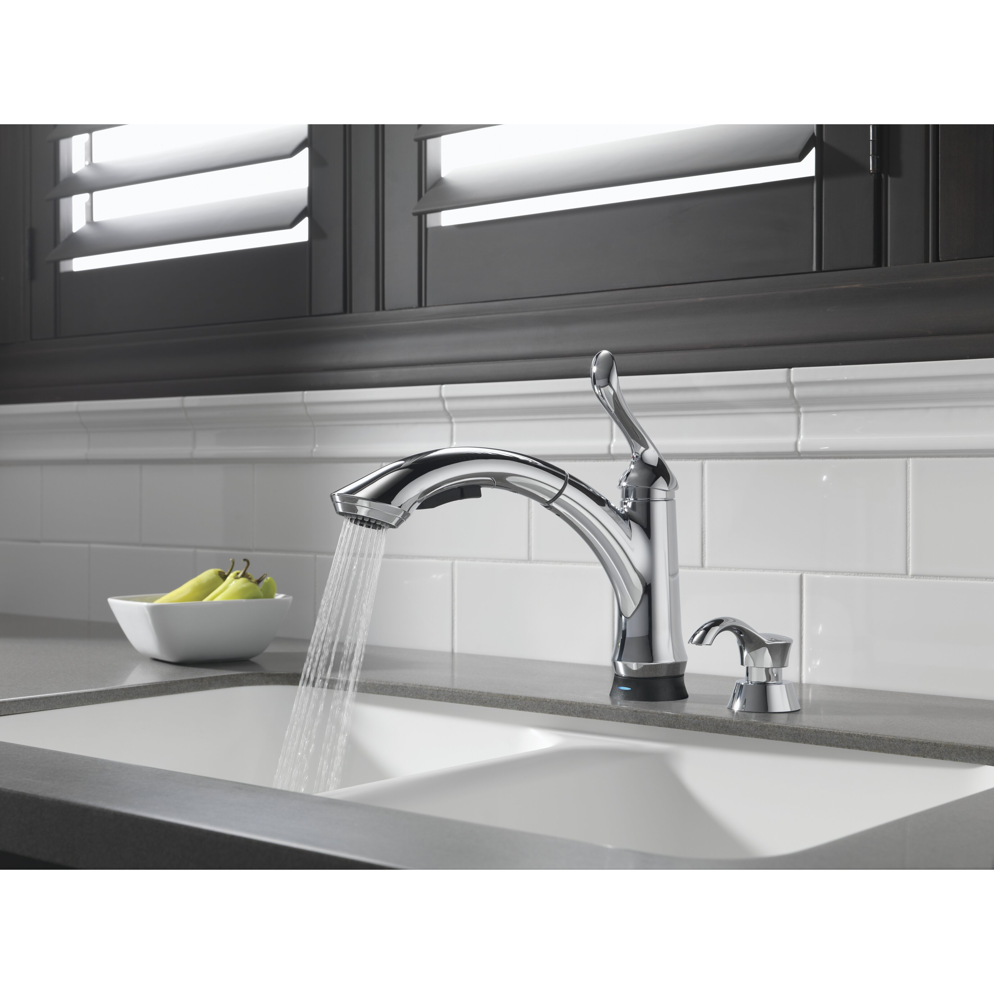 Delta Linden Touchless Single Handle Pull Out Standard Kitchen Faucet ...